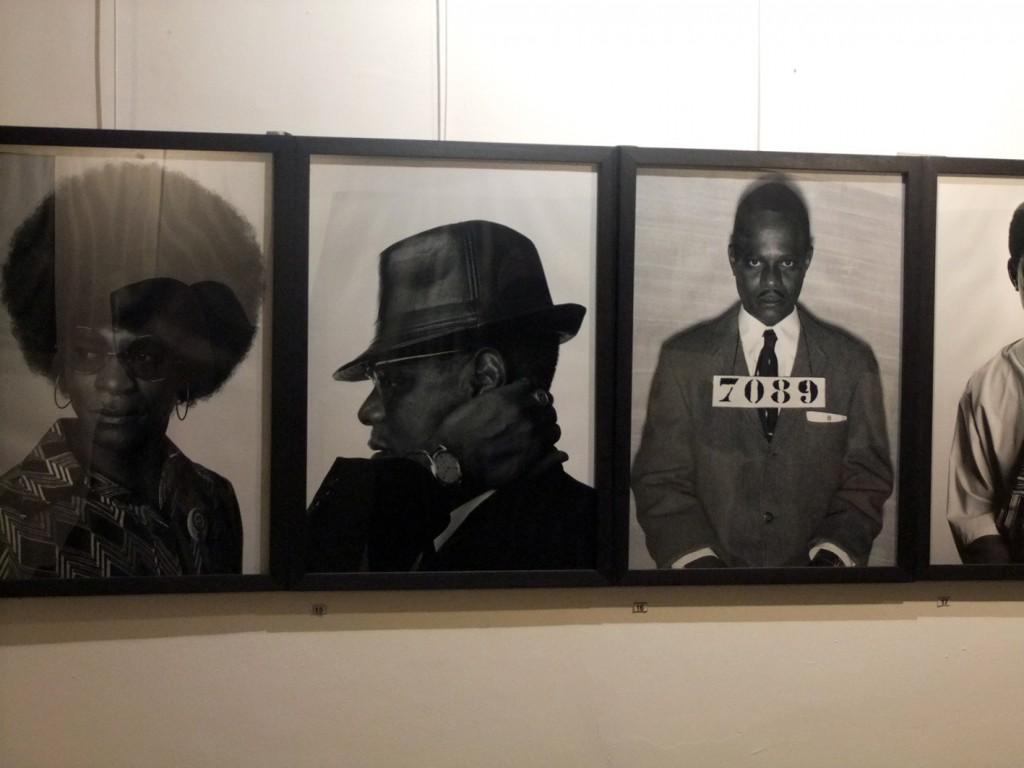 Expostion de photographie autoportrait du photographe africain Samuel Fosso à l'IFT de N'Djamena